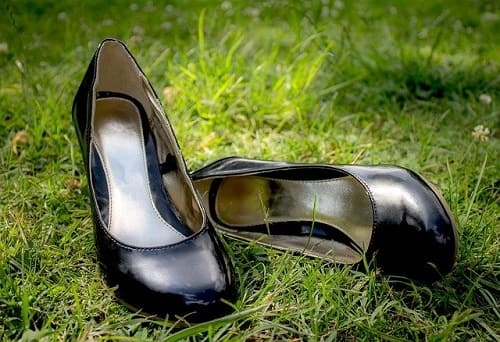Every Woman At 30 Should Have These 8 Pieces in Her Closet! Classy Black Pumps